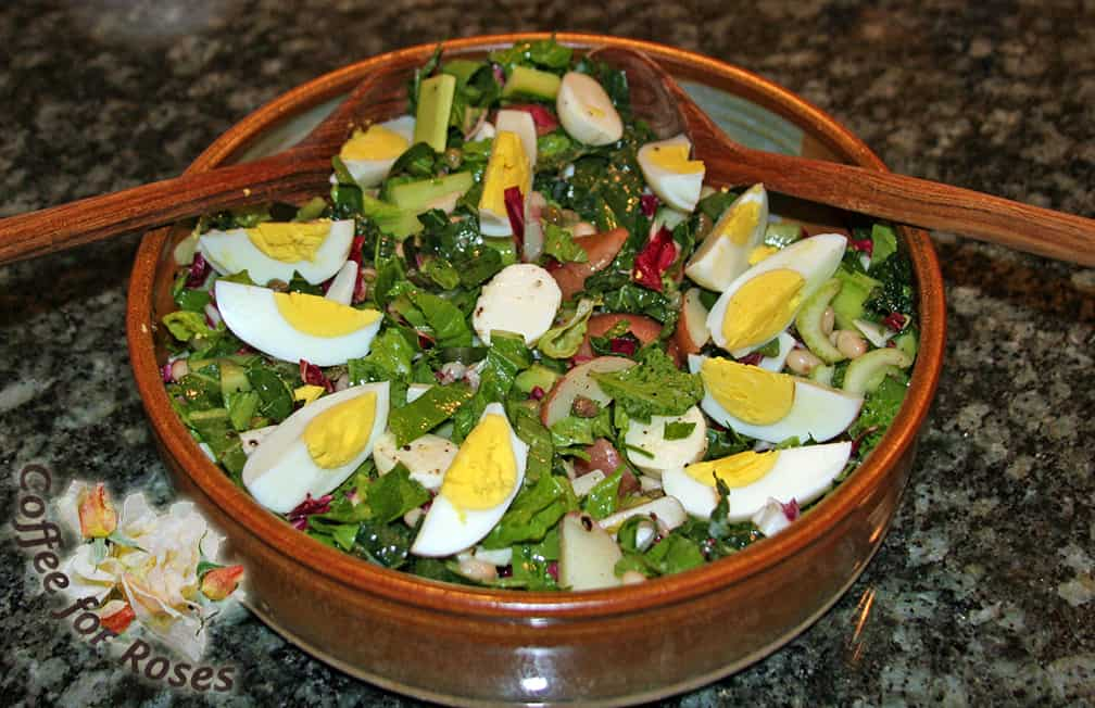 Here is the salad before we ate dinner. When served with garlic toast, or other bread and a glass of wine you have a fresh, delicious meal.