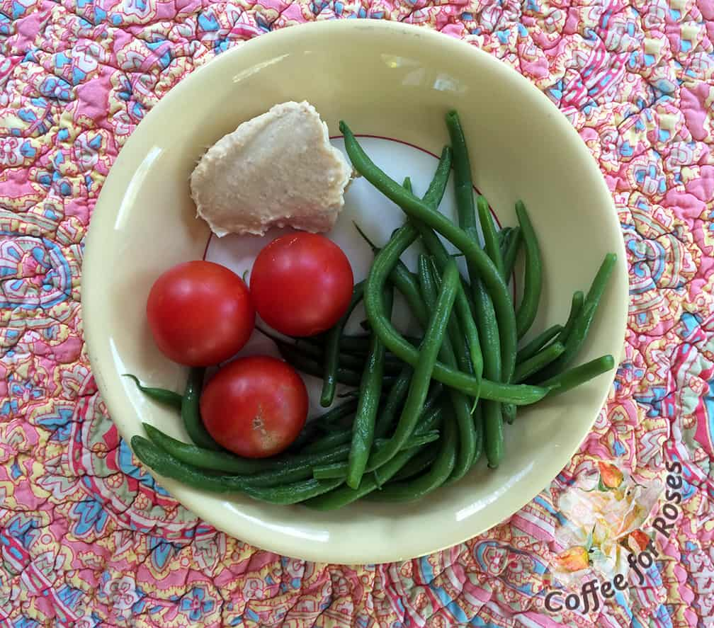 Steamed green beans, about 50 calories. Three large cherry tomatoes, about 15. Two tablespoons of hummus for dipping, 70 calories. So for less than 150 calories you have a flavorful, statisfying snack or lunch. Emphasis on the word flavorful.